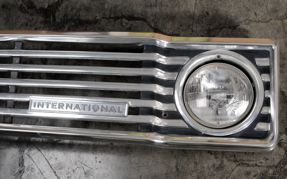 Grille - 74-75 Travell, Travelette, Pickup