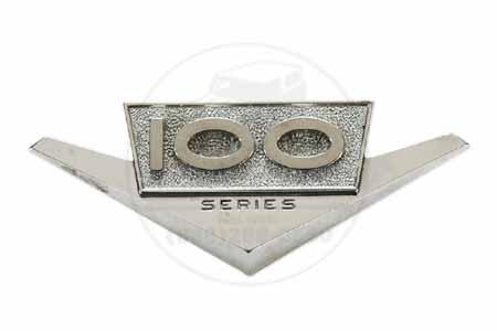 Emblem  100 Series - used, International Harvester