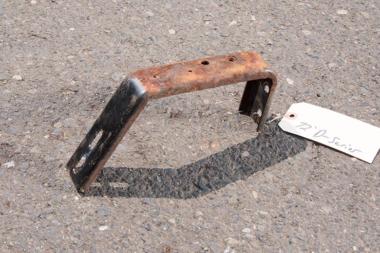 Dash board mounting bracket - Curved Metal