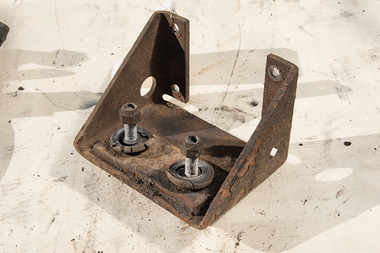 Right Differential Mount Frame to Cross Member 1961 -1968